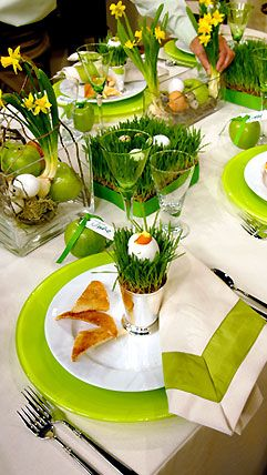 using grass as easter table decorlove using wheat grass