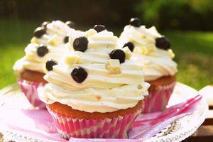 Mustikka-valkosuklaa muffinit Kotikokki.netin nimimerkki Minttumuffinin ohjeella
