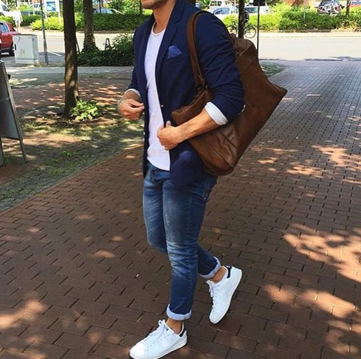 Die: White Sneakers + Washed Blue Jean + White Simple T-Shirt + Navy Blazer