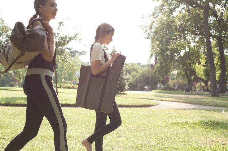 beige retreat bag & practice tote #beigebag #totebag #yogabag #yogatotebag #yogamatbag #carryyogamat #yogalifestyle #yogafashion