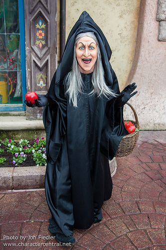 Creepiest thing I've ever seen! Would YOU eat an apple of death from a face like that?! The Evil Queen/Hag