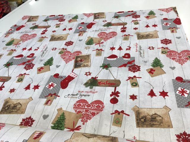 35 best natale tessuti e prodotti in tessuto festivi for Tovaglie natalizie ikea