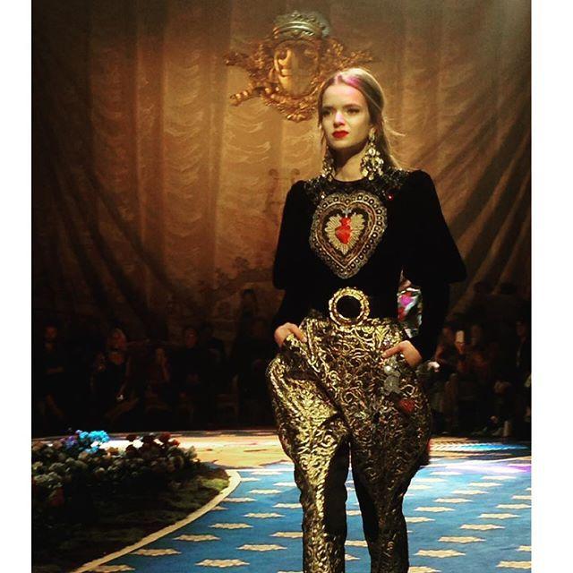 Alta Moda da @dolcegabbana  #vogueportugal #cninow #altamoda  via VOGUE PORTUGAL MAGAZINE OFFICIAL INSTAGRAM - Fashion Campaigns  Haute Couture  Advertising  Editorial Photography  Magazine Cover Designs  Supermodels  Runway Models