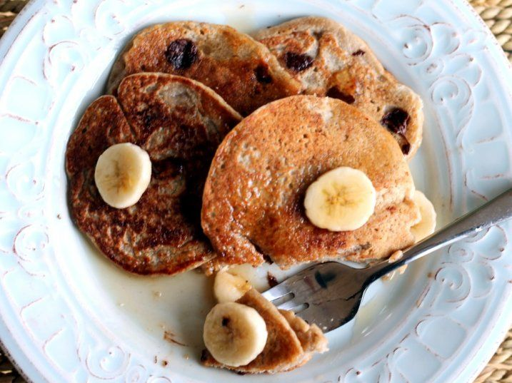 Healthy Oatmeal Chocolate Chip Banana Pancakes. 220 calories, vegan & gluten-free!