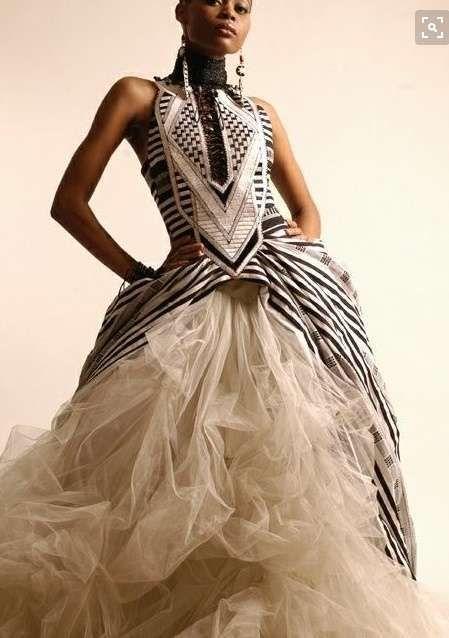 Original y espectacular #Vestido de #Novia de #Estilo africano, con una #Falda de #Tul y un impresionante #Corpiño