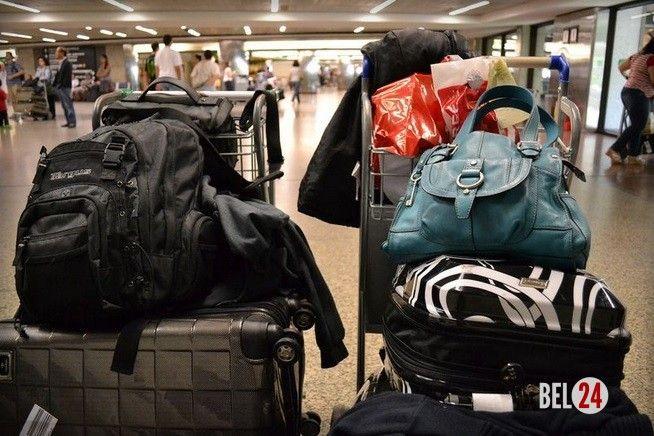 Samsung и Samsonite разрабатывают «умные багажные сумки»          Samsung и крупнейший американский производитель чемоданов и ручной клади компания Samsonite решили совместно создать новое поколение «умных багажных сумок», которые будут сообщать на смартфоны своих владельцев и�