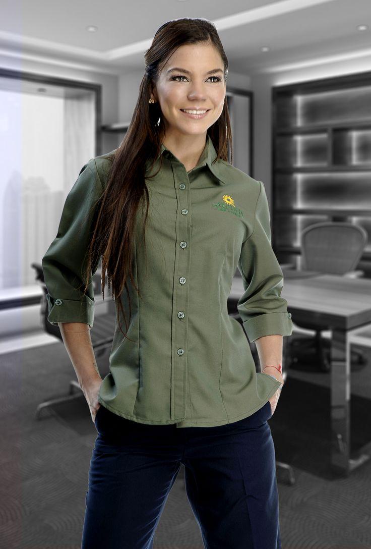 Uniforme de dos piezas en color verde y negro con la mayor durabilidad www.adeconsultoria.mx