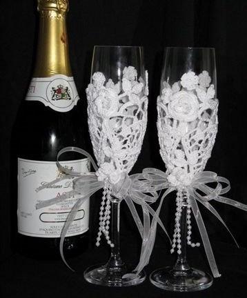 Copas decoradas a crochet para brindar en boda
