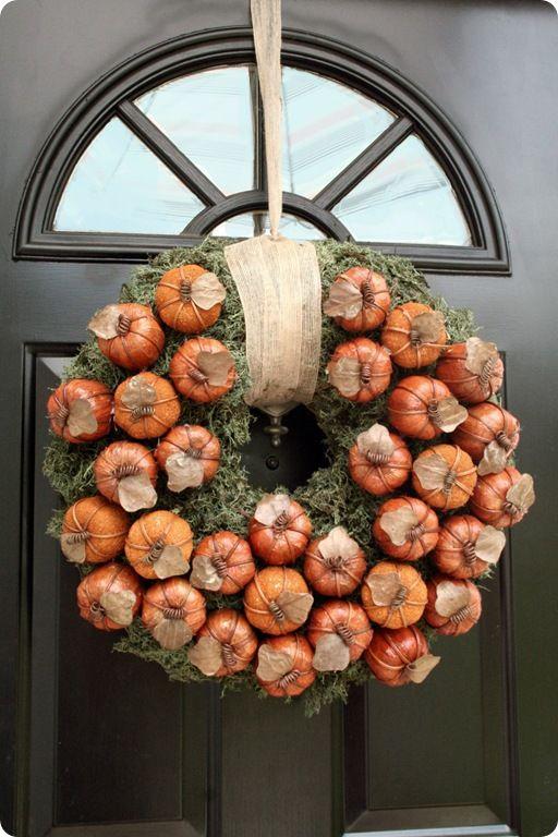 Lovely Mini Pumpkin Wreath from 320 Sycamore! #FallDecor #Wreath