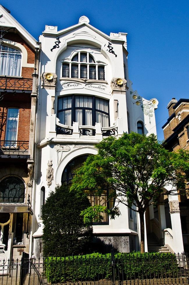 Antwerp zurenborg the golden triangle of art nouveau - Modern art nouveau architecture ...