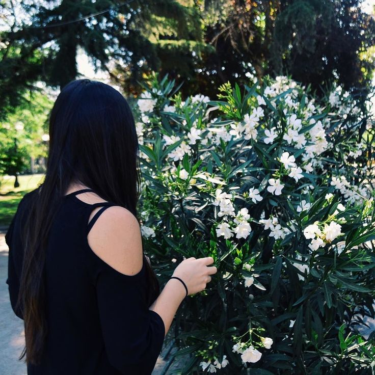 Spring is the most beautiful season! I hate the allergies that dont leave me alone. But going outside and feel the fresh air and the smell of flowers is my favorite thing  Whats your favorite season?