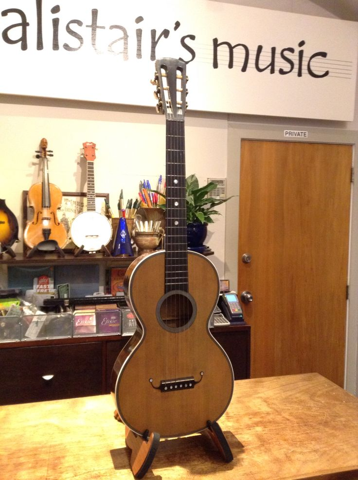 Romantic period guitar. French