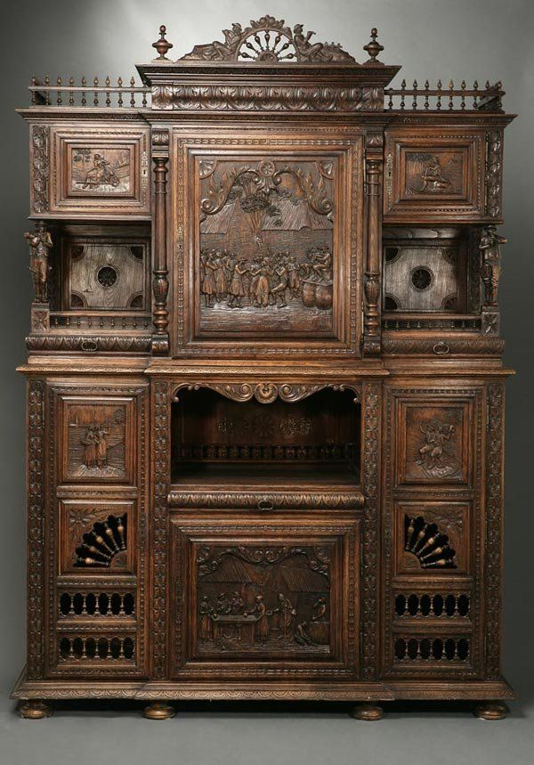1165: A French oak buffet a deux corps Brittany : Lot 1165