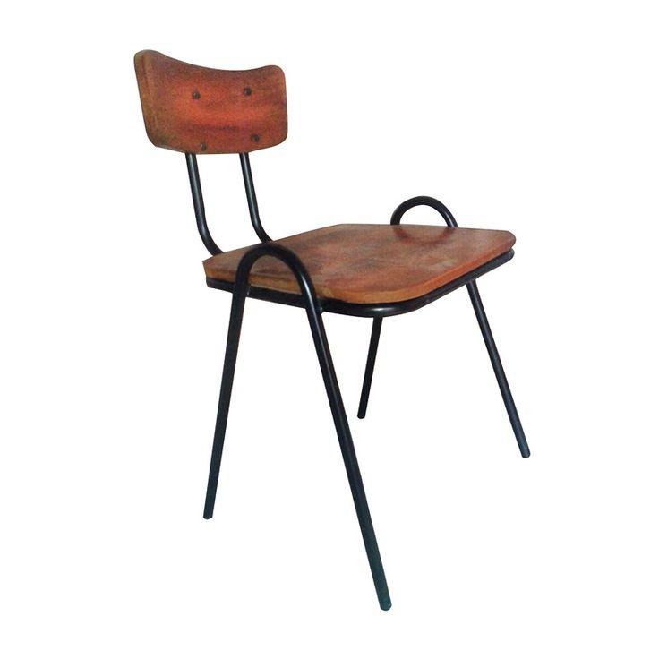 Met deze schoolstoel van hout metaal in retro vintage stijl gaat u weer helemaal terug naar school! De retro vintage stijl is helemaal van deze tijd.