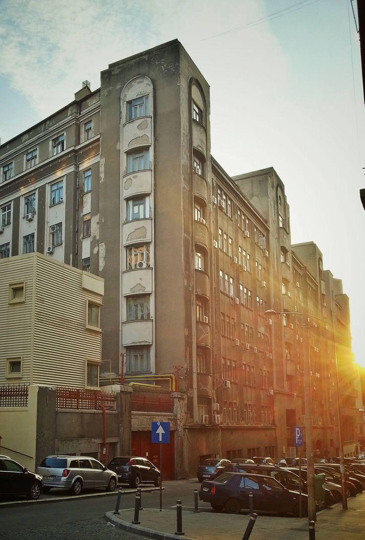 Se lasă soarele pe strada Eforie.  Source: Bucuresti Realist. Toate drepturile rezervate.