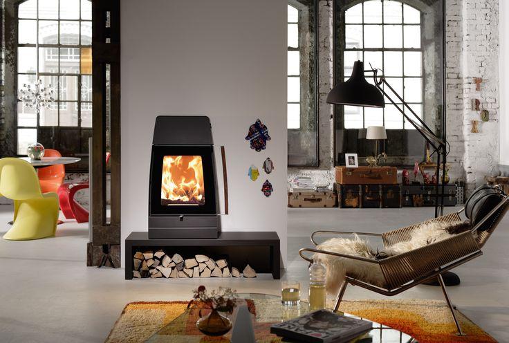 Austroflamm moby houtkachel.  Een haard brengt sfeer in huis. Warmte en gezelligheid. Diezelfde ambiance biedt 't Stokertje u al voordat uw nieuwe kachel thuis staat te snorren. Want van uw zoektocht naar een fijne haard maken we graag een belevenis op zich. 't Stokertje heeft vestigingen op bijzondere locaties in Nederland.  #austroflamm #moby #hout #haard #kachel #houtkachel #houthaard #warm #warmte #sfeer #gezellig #vuur #vlammen #stoken #stokertje