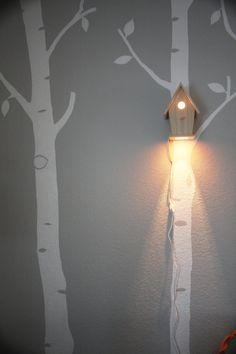 Willkommen Sie Ihr wenig ein Vogelgesang-süße Träume mit diesem charmanten Lampe. Dieses kreative Stück Beleuchtung bringt ein gemütliches Ferienhaus fühlen sich Ihre kleinen eigenen Zimmer oder Kinderzimmer. Die sanfte Beleuchtung macht dies ein wunderbares geheimes Nachtlicht für Kinder groß und klein ist, die Sie schlechte Träume und Schrank Monster hinwegfegen. Diese einzigartige Lampe von Birdhouse benutzerdefinierte gemacht werden Babys Kinderzimmer oder Spielzimmer liebevolle Ambie...