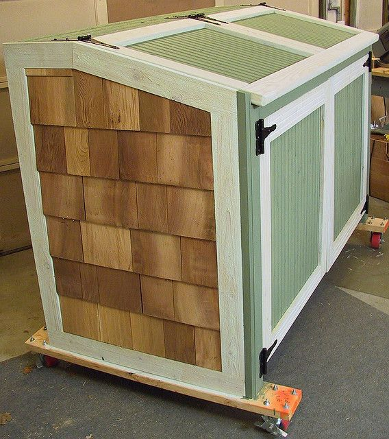Garbage can storage shed by ontheweb via flickr by ontheweb