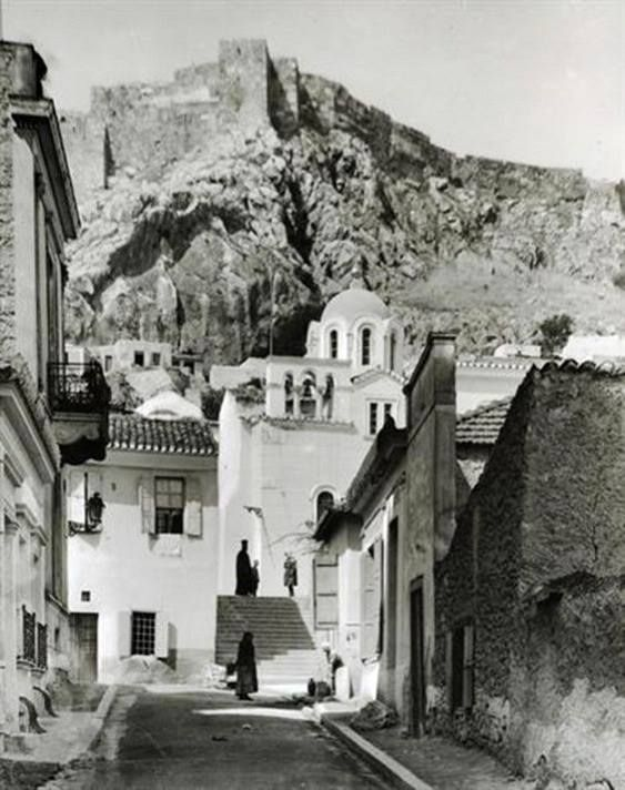 Fred Boissonas.Αθήνα,Πλάκα,ο Άγιος Νικόλαος Ραγκαβάς το 1917
