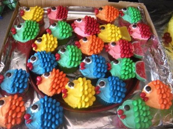 fishes cup cake using m's to make the tail and the body