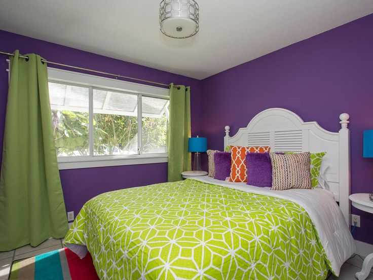 Guest Bedroom - This haven takes inspiration from the villa's name with its fresh lime green furnishings for a bright and relaxing atmosphere to wake up to.
