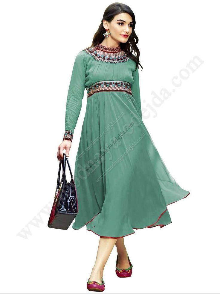 Зелёное красивое платье из шифона, с длинными рукавами, украшенное вышивкой скрученной шёлковой нитью