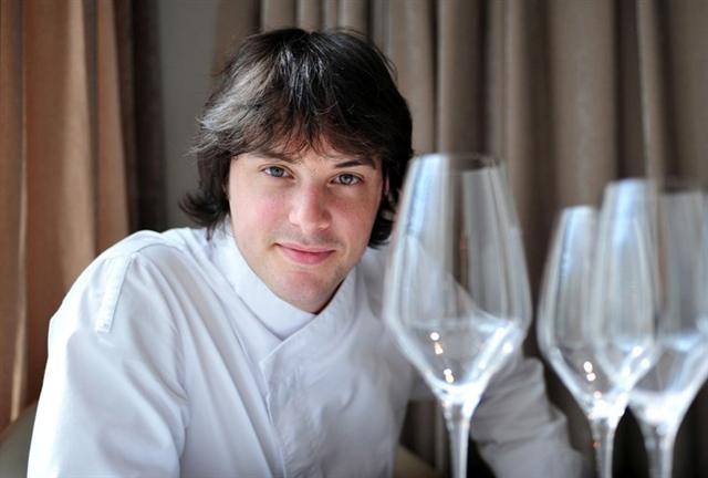 Jordi Cruz, el chef catalán titular del restaurante barcelonés ABaC y con 4 estrellas Michelin, ha sido reconocido como Chef del Futuro 2012-2013 por la Academia Internacional de Gastronomía (AIG).