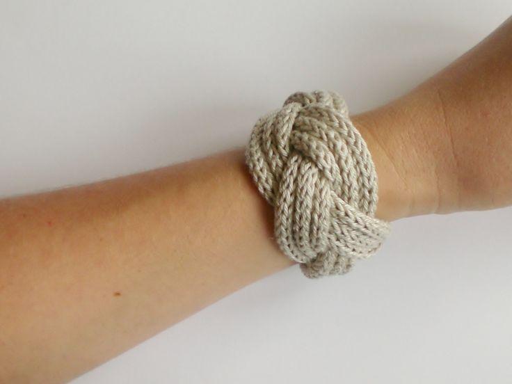"""Lieselotta * Strickliesel-Schmuck    Geflochtenes Strickliesel-Armband in der Farbe """"leinen/beige""""!    Die Enden sind zusammengenäht und somit nich..."""