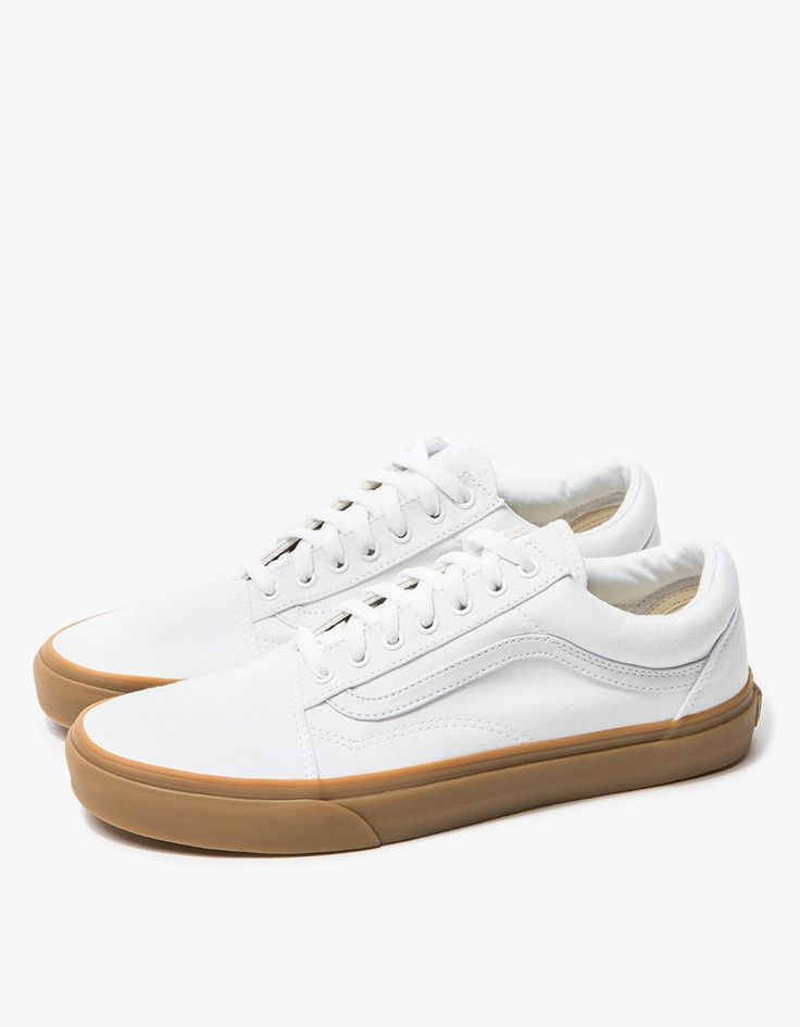 From Vans, the classic Old Skool shoe in True White. Featuring a canvas upper, padded collar, flat woven laces, metal eyelets, leather side stripe, canvas insole and signature rubber waffle outsole.  • Old Skool shoe in True White • Canvas upper  • Pa