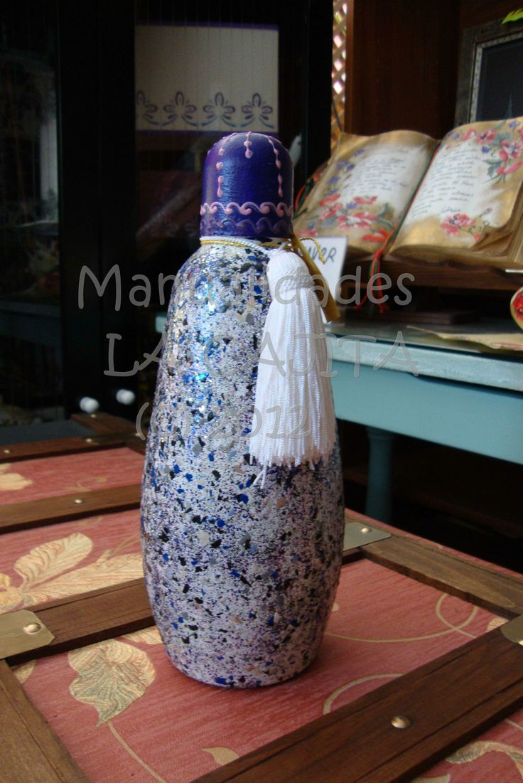 Botella de cristal decorada con acr licos c scara de huevo y mixflakes botellas y frascas - Botellas de cristal decoradas ...