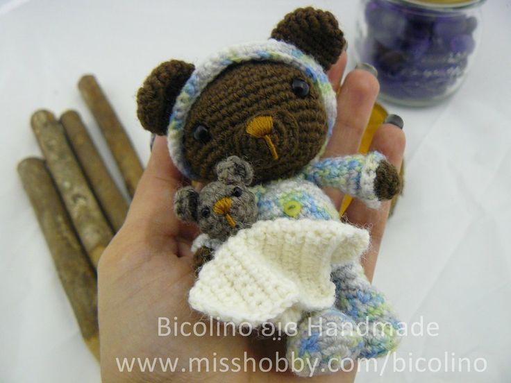 Sleepy boy baby bear - orsetto dormiglione amigurumi, by Bicolino, 18,00 € su misshobby.com