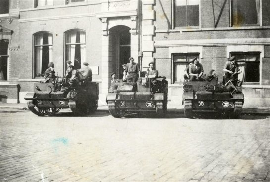 Canadian brenguncarriers of the Polar Bears division in Utrecht at Domplein, 1945