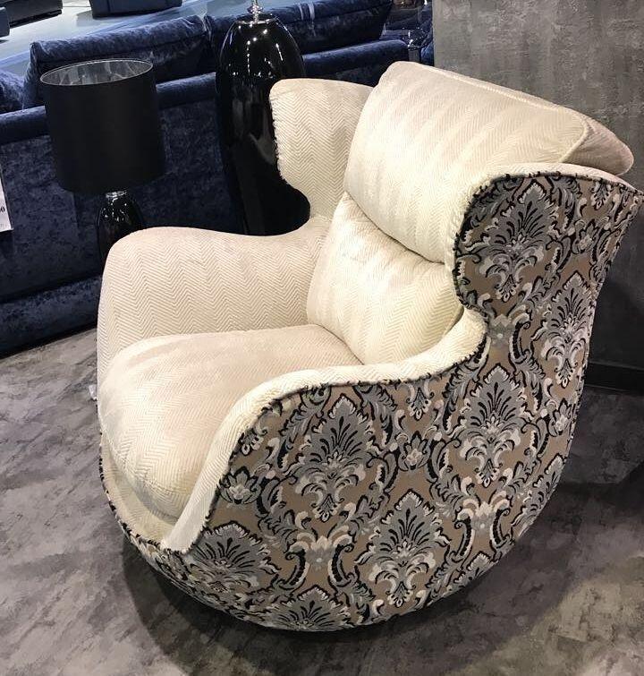 Для обивки этого #кресла компания @relotti_divani использовала жаккардовый #бархат ZARZUELA и MURANO из коллекции Operetta #Galleria_Arben