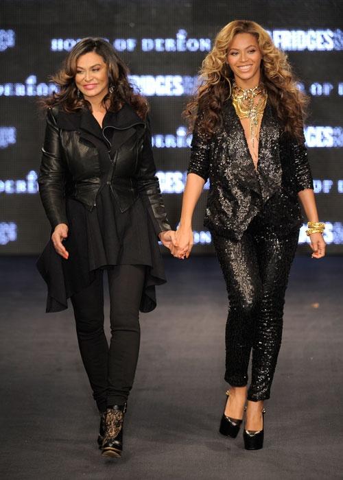 Beyoncé and her mother, Tina Knowles.