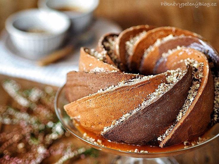 Třená bábovka se slaným karamelem (bundt cake with salty caramel)