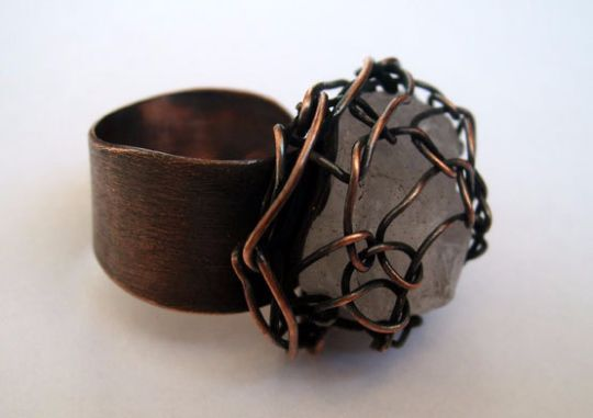 Rings – Net. ring with white quartz stone in copper net – a unique product by LydiaRED on DaWanda
