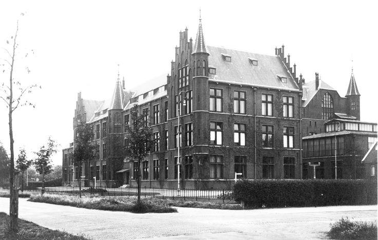 Delft TU Aan het eind van de negentiende eeuw was elektrotechniek geen zelfstandige studie. Het was nog zo weinig ontwikkeld dat het ondergebracht was bij Scheeps- en Werktuigbouw. Dat veranderde zo snel dat een eigen locatie een harde noodzaak werd, wat uiteindelijk resulteerde in een eigen faculteitsgebouw aan de Kanaalweg 2B. Een – nog steeds – fraai pand