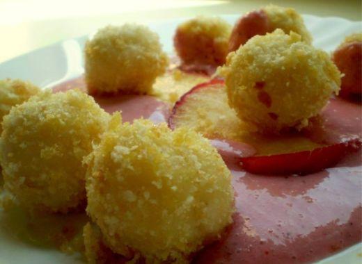 Tvarohové noky s jahodovou omáčkou. Sladké jídlo pro zlepšení nálady 😋 Zaručená chuť s Knedlíky Láznička.