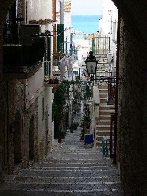 Walking on the narrow streets of Vieste, Puglia, Italy (by fuori posto).