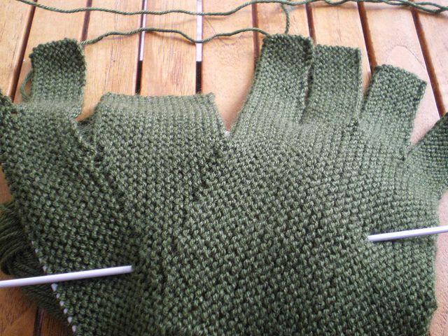 gants tricotés au point mousse sur 2 aiguilles......
