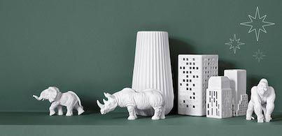 Faites souffler un vent d'hiver sur votre table de fête avec des bougeoirs, vases et sculptures en céramique blanche, la tendance de la saison.