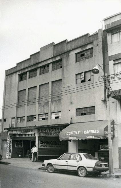 Fotografía del edificio donde funcionó el antiguo teatro. Estaba ubicado en la Calle 9a. entre Carreras 22A y 23 en el barrio Bretaña. En la actualidad el inmueble está ocupado por un taller de mecánica automotriz.