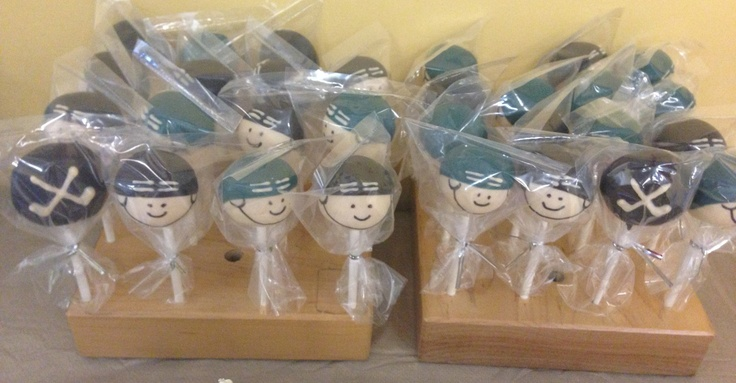 Hockey player cake pops... Adorable