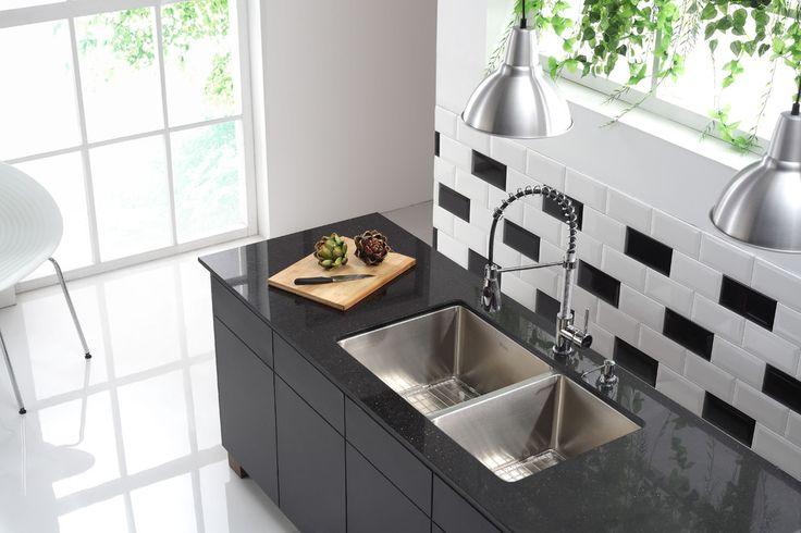 Как выбрать мойку для кухни: полезные рекомендации и обзор наиболее удобных и функциональных моделей http://happymodern.ru/kak-vybrat-mojku-dlya-kuxni/ moyka_v_kuhne_061