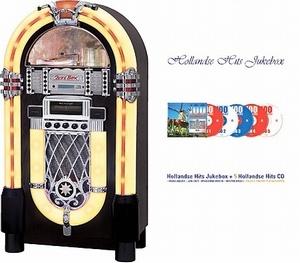 Ricatech RR950 Hollandse Hits Jukebox. Deze jukebox wordt compleet geleverd met een CD speler die mp3-bestanden leest en digitale AM / FM-radio. Aan de achterzijde van de jukebox treft u de aux-ingang, externe luidsprekeraansluiting en de lichtregelaar aan. Met de aux-in kunt u elke mp3-speler, smartphone of (tablet) PC aansluiten. De aux-uit geeft u de mogelijkheid de jukebox op elk entertainment systeem aan te sluiten.