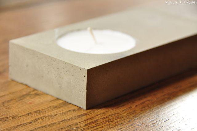 blick7: Beton + Teelicht:ch habe als Schalung eine leere mon cherie Schachtel verwendet. Die ich dann unter Fluchen Stückchen für Stückchen abgebrochen habe, als der Beton hart war... Hat sich aber gelohnt...