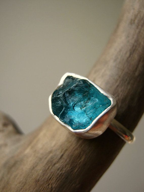 Rough Raw Apatite Ring in Sterling Silver Medium von metalmorphoz