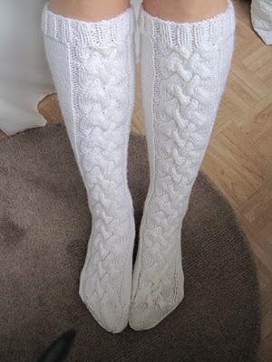 Palmikkokuvioiset pitkät villasukat ! Ruskeat, valkoiset, harmaat :) (tai kaikki)