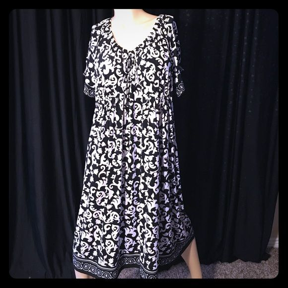 Black and white plus size dress XXL or 18/20 women. Dresses