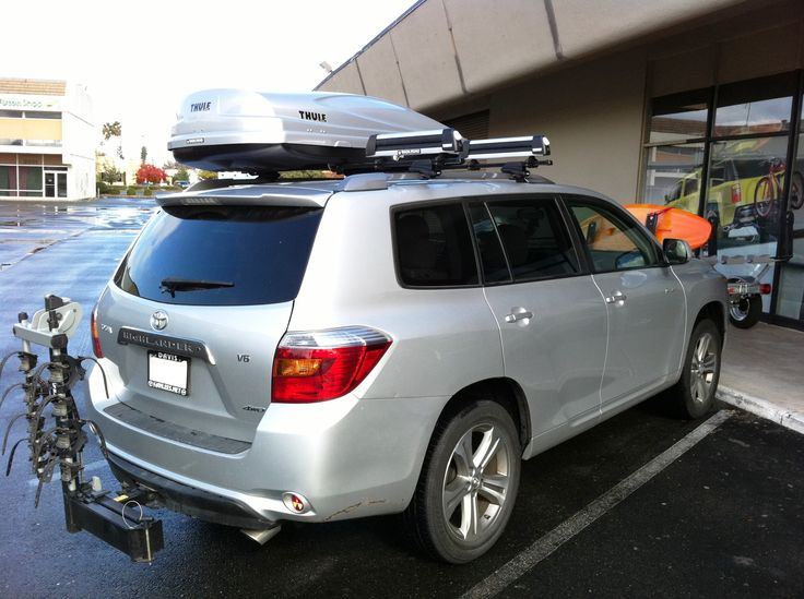Toyota Hilander With A Thule 450 Setup With An Atlantis
